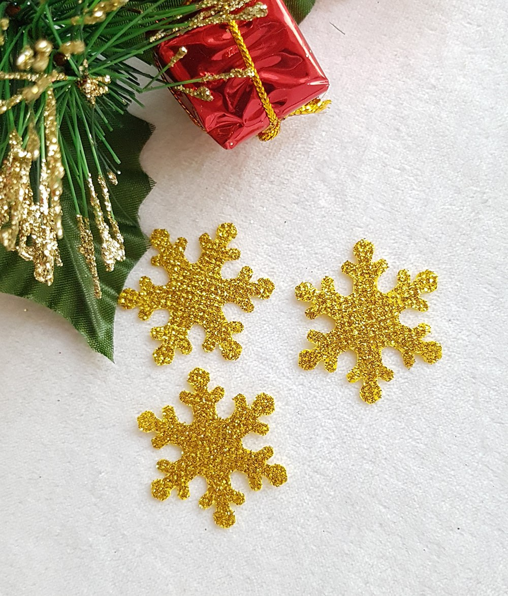 Снежинка золото из тонкого блестящего материала 33мм