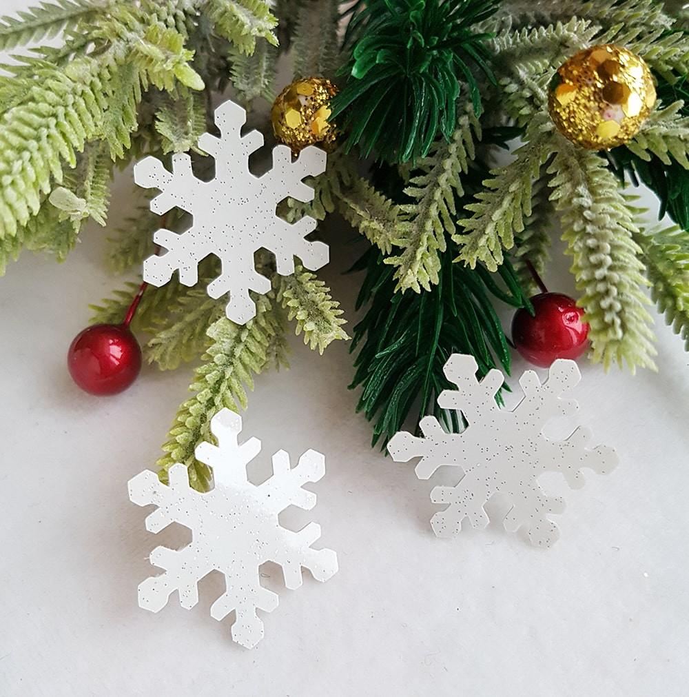Снежинка белая экокожа ламинация с блестками серебро 33мм