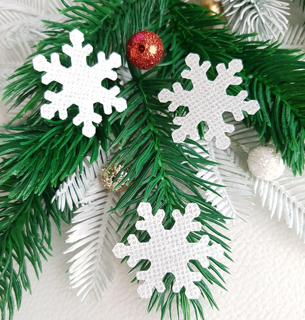Снежинка из тонкого блестящего материала белый 33мм